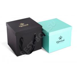 Подарочная упаковка для часов, имеющая необыкновенно нежный дизайн. Конструкция коробки нестандартна и адаптирована под содержимое. Цвет оформления – пастельный бежевый. На крышке – тиснение синей фольгой.