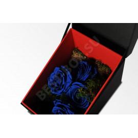Великолепная коробка-шкатулка для цветов. Для оформления использованы классические цвета – красный для внутренней части и черный для внешней.